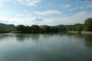高梁川沿いの大貯水池