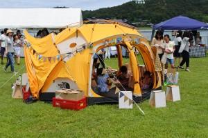 テントの中でワークショップ