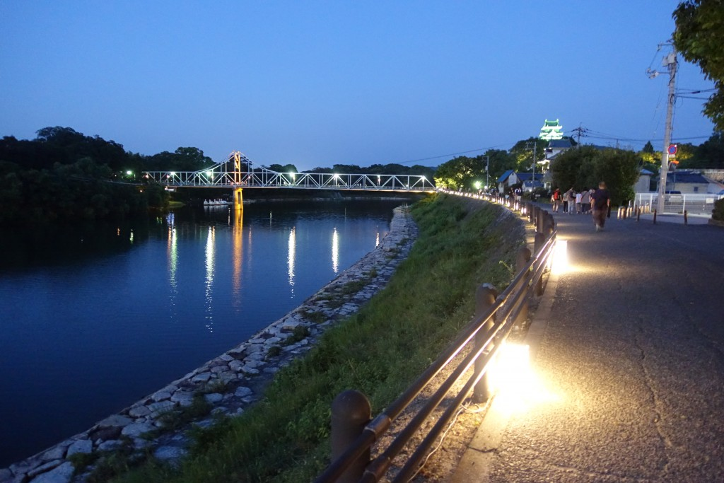 川沿いのライトアップ