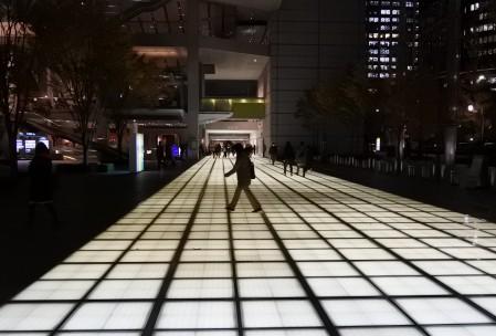 東京国際フォーラムの未来的なライトアップ