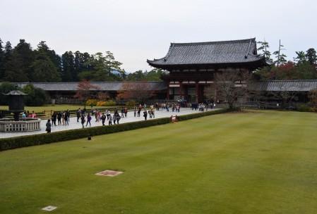大仏殿前の広場