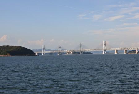島からは瀬戸大橋も一望