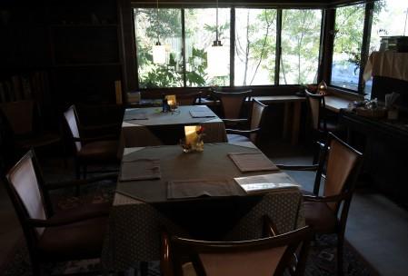 森にいるようなカフェスペース