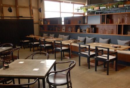 オープンな雰囲気のレストラン部分